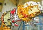 Космический аппарат Экспресс-АМ на кантователе