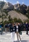 Т.Нестеренко и Т.Чурина на фоне знаменитого мемориала на горе Рашмор в Южной Дакоте